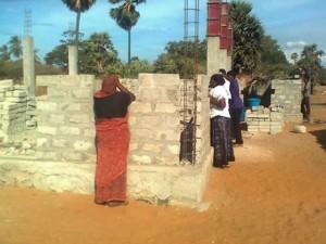 Верующие помогают строить новые церкви
