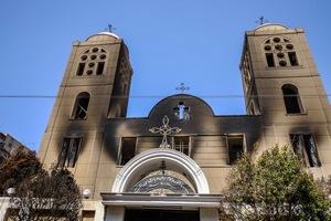 Эта сожженная церковь в Египте - лишь одна из многих христианских церквей, пострадавших от нападений исламистов