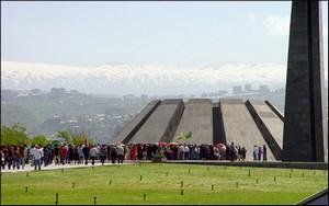 Ереван, 19-05-2007. Шествие к мемориалу Цицернакаберд. Фотография: К. Вртанесян
