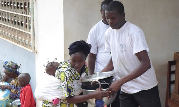 Barnabas_distributes_food_and_household_essentials-5X3