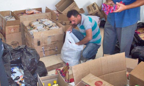 Подготовка пакетов с гуманитарной помощью для отправки в Сирию