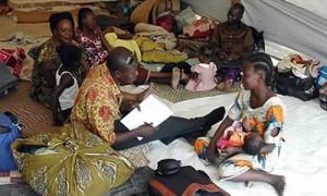 Многие христианские переселенцы живут сейчас в палаточных лагерях
