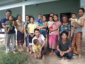 Христиане-хмонги из шести семей, изгнанных из родной деревни. Источник фотографии: Radio Free Asia Размещается с разрешением.