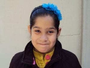 Дети из христианских семей в Сирии находятся в особой опасности. Этой 9-летней девочке пришлось бежать из своего дома в Хомсе вместе с семьей. Сейчас они получают поддержку через продовольственную программу Фонда Варнава