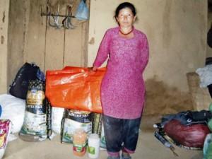 Христианка из района Макванпур. 25 апреля ее дом был разрушен землетрясением. Она получила брезент и месячный запас продуктов