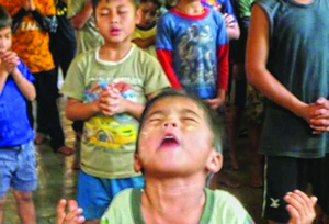 """""""Оба мальчика очень любят Иисуса"""",- говорит один из сотрудников детского дома"""