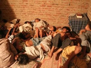 Пакистанские мальчики, которых принуждают работать