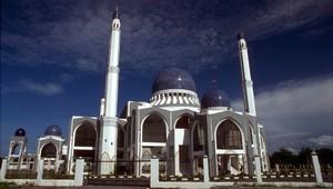 19 марта законодательная ассамблея малазийского штата Келантан единогласно одобрила закон о введении наказаний худуд.