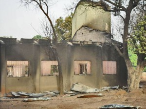 Развалины одной из церквей, разрушенной в Нигерии