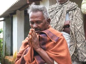 Христиане в индийском штате Орисса благодарят Бога за новые дома, восстановленные Фондом Варнава после того, как в 2008 году их деревню сожгли дотла