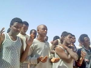 Эритрейские христиане в коптских тюрьмах на совместной молитве