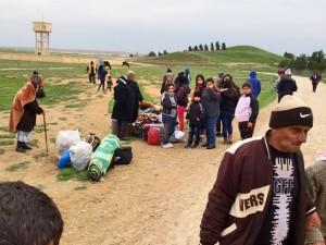Сирийские христиане покидают дома после захвата боевиками «Исламского государства» поселка Тель-Тамар в феврале