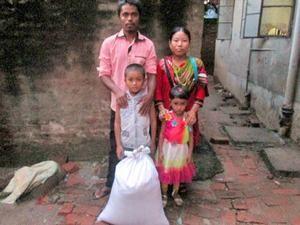 Фонд Варнава предоставляет продуктовую помощь нуждающимся христианам в Бангладеш
