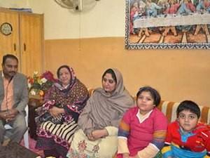 Пакистанские вдовы в Пешаваре получают финансовую помощь и пасторскую заботу