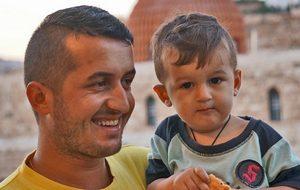Христиане из Ирака – отец с сыном – в ожидании безопасного будущего