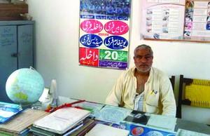 Саддик Азам был избит учителями-мусульманами, не желающими, чтобы ими руководил завуч-христианин