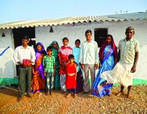 Наконец у пастора Мукеша и его семьи новый дом