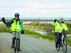 Хилари Барратт и Брайан Куинн проехали на велосипедах 35 миль, чтобы собрать пожертвования для христиан Сирии.