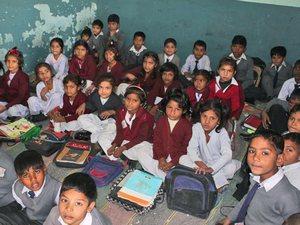 Фонд Варнава поддерживает школы для бедных христиански детей в районе Кот Радха Кишан, где расположены печи для обжига кирпичей
