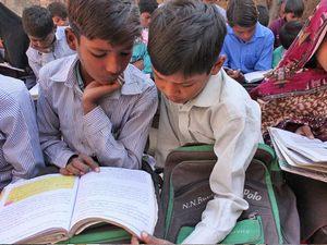 В христианских школах Пакистана Фонд Варнава предоставляет школьные места для более чем 7,000 христианских детей