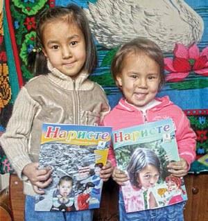 Дети в Кыргызстане с нетерпением ждут, когда же они начнут читать свой христианский журнал