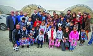 Жители палаточного городка Савра в Рождество