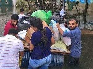 Служители церкви доставляют христианам помощь от Фонда Варнава