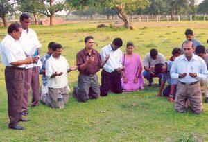 Христиане Бангладеш на молитве