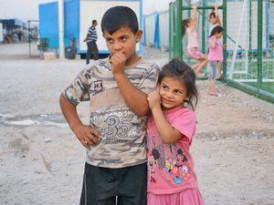 Иракские дети из христианских семей в лагере для христиан-переселенцев в Эрбиле, Иракский Курдистан, которому Фонд Варнава оказывает помощь