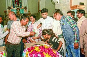 Похороны двух девочек из христианских семей, погибших в теракте на Пасху