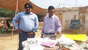 Христиане собрали несколько Библий, книг и других вещей, уцелевших в нападении