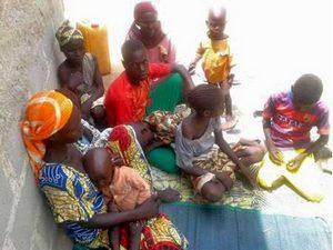 На фото семья христианина, оставшегося в заложниках
