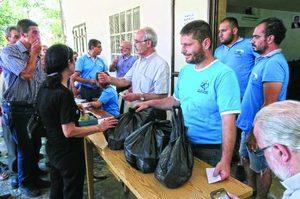 Фонд Варнава кормит христиан в Алеппо