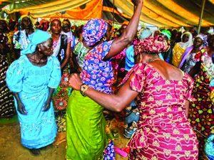 Христианки народности масгам во время конференции