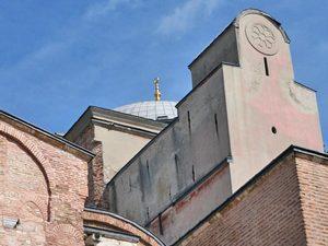 Собор Святой Софии в Стамбуле, Турция, был церковью с 13 века. В 16 веке был преобразован в мечеть, а сейчас это музей