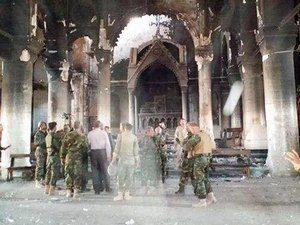 Одна из крупнейших церквей Каракуша, которую подожгли боевики ИГИЛ. Христианские солдаты собрались здесь для молитвы вскоре после ее освобождения 23 октября